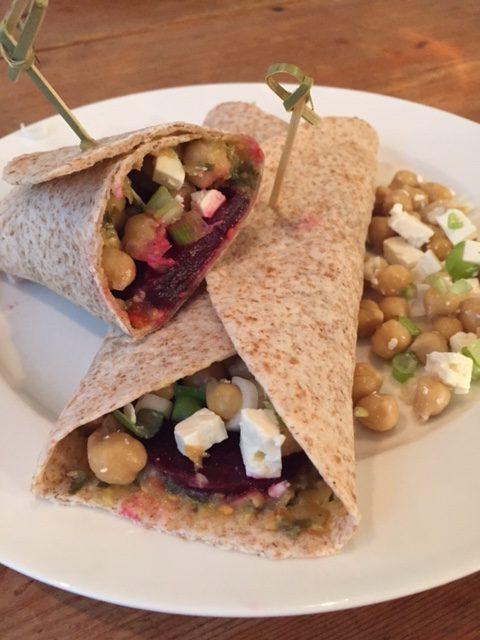 Koude gevulde wraps met bietjes en kikkererwten, groenten, gezond, recept, biologisch, bietjes, kikkererwten, vegetarisch, wraps