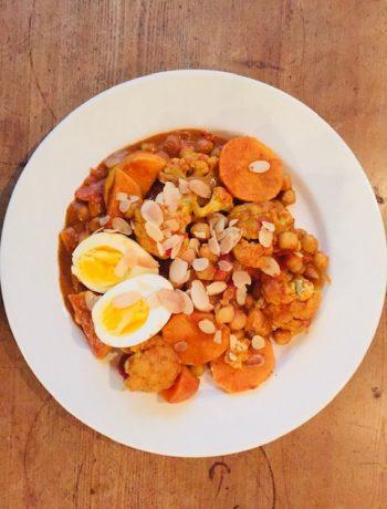 Bloemkool curry met zoete aardappel en kikkererwten, groenten, recept, biologisch, vegetarisch, gezond