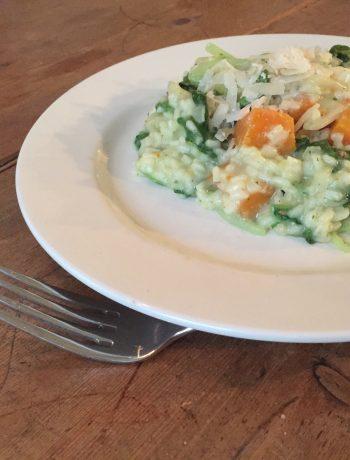 Een heerlijke risotto boordevol heerlijke seizoensgroenten zoals raapsteel, pompoen en andijvie. Een gezond en vegetarisch hoofdgerecht.
