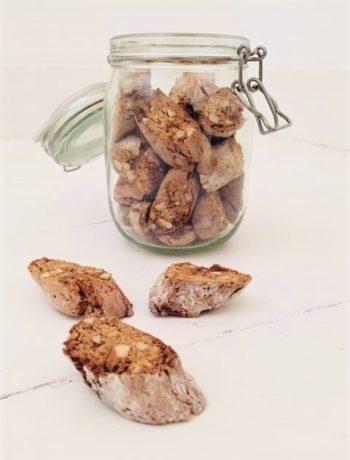 Gezonde cantuccini gemaakt van speltmeel, speltbloem en kokosbloesemsuiker. Een recept met een lekkere en verrassende twist van venkelzaad. Een heerlijk bak en koekjes recept voor bij de koffie.