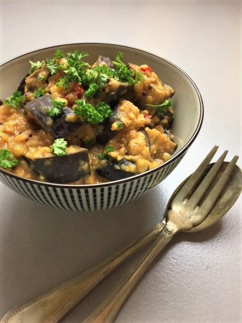 curry van rode linzen en aubergine, groenten, vegan, vegetarisch, biologisch, recept, groentenpakket, aan tafel bij anna