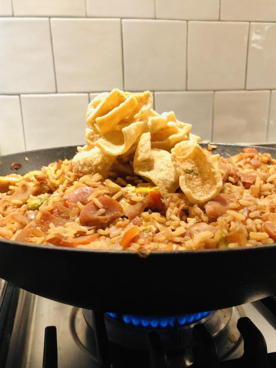 Vegetarische nasi met spruiten, witte kool en wortel. Een heerlijk en gezond rijstgerecht waarin je lekker veel groenten kunt verwerken.