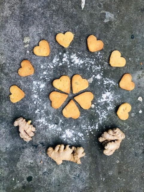 Heerlijke gember koekjes met pit, gemaakt van spelt bloem. Een snel en makkelijk koekjes recept voor bij de koffie of thee.