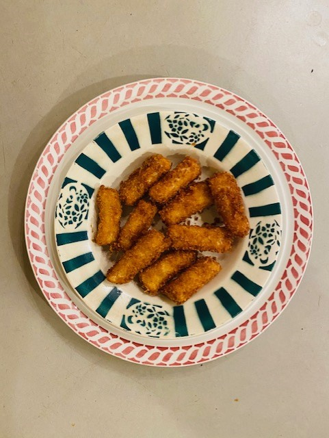 Zuurkool kroketjes zijn een heerlijk bijgerecht van aardappel en groenten in één. Krokant van buiten en zacht van binnen.